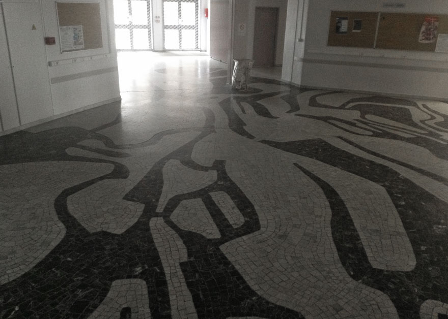 pavement en mosaïques du hall d'entrée du CHU du Kremlin-Bicêtre